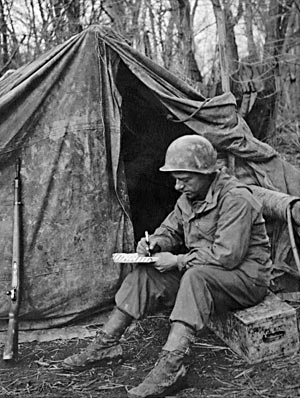 Marine writing a letter with an Eversharp Skyline